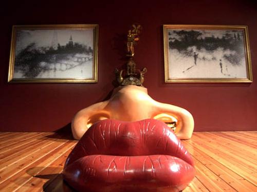 mae west lips sofa